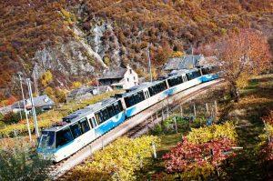 La sfilata del trenino nei colori autunnali