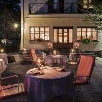 La splendida terrazza estiva dell'Hotel Ristorante Miramonti - ph. Susy Mezzanotte