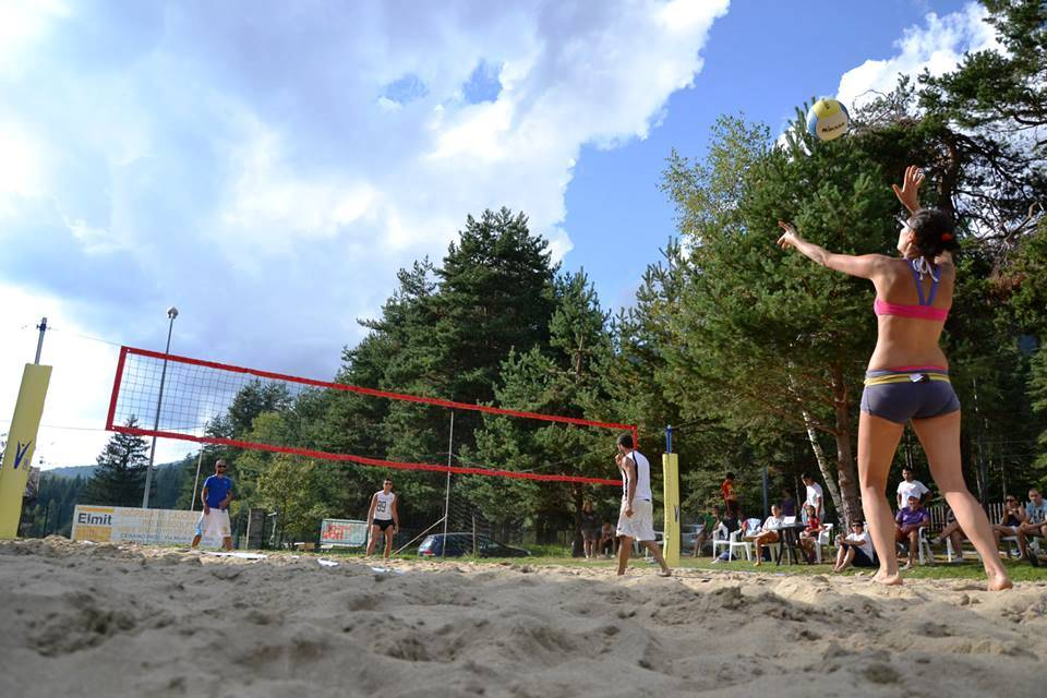 Partita a beach volley allo Jazza Sport Club