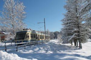 A Santa Maria Maggiore in inverno con il trenino della Ferrovia Vigezzina-Centovalli