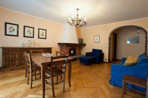 Casa vacanze Ianni - il camino dell'appartamento Scheggia